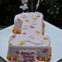 Number One with Daisies - Amarantos Designer Cakes Melbourne