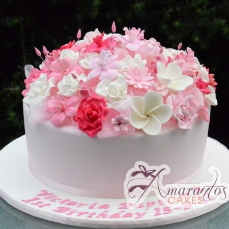 Round cake with sugared flowers – AC231